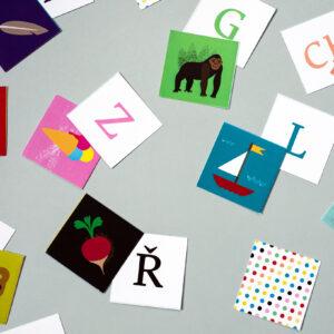 Pexeso české abecedy používá velká tiskací písmena